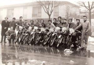 44-Piloti-prima-dell-allenamento-a-destra-Uberti-Foppa-a-sinistra-Giovanni-Benzi----1972_045108l3